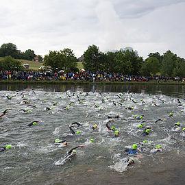 schwimmstart-challenge-roth-datev-schwimmer-im-kanal