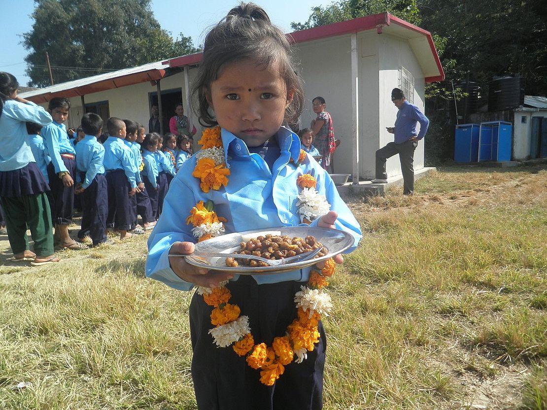 Nepalhilfe-im-kleinen-Rahmen-Mädchen