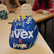 blauer-uvex-arbeitsschutzhelm-mit-aufkleber