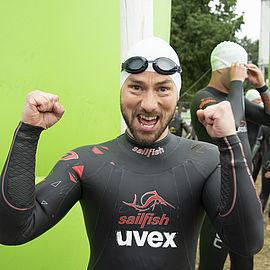 staffel-schwimmer-mitarbeiter-uvex-group-challenge-roth-triathlon