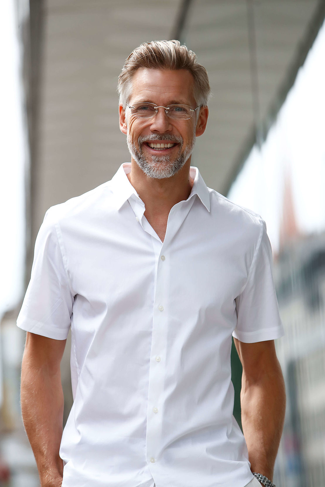 Man with rimless reading glasses Hamburg silver
