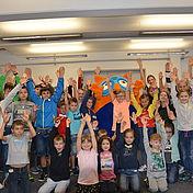gruppenbild-mit-allen-teilnehmern-vom-uvex-group-kinderbetreuungstag