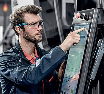 PPE products for occupational safety in the automotive industry in the field of production