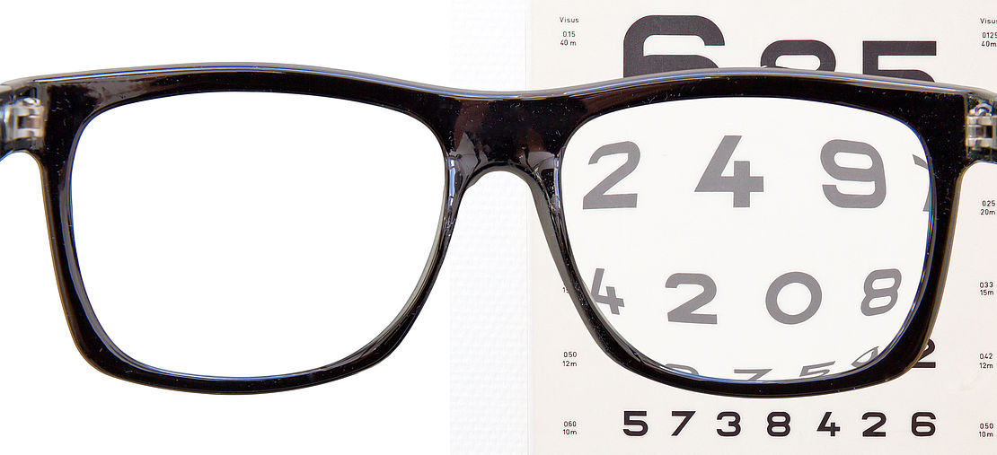 Reading glasses, aspheric lenses