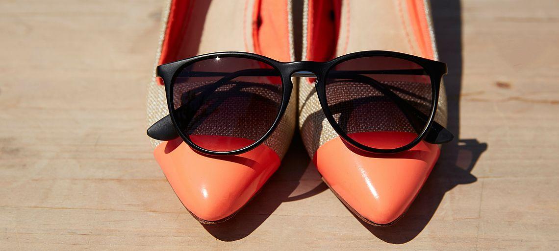 Schwarze Panto Sonnenbrille auf Ballerinas
