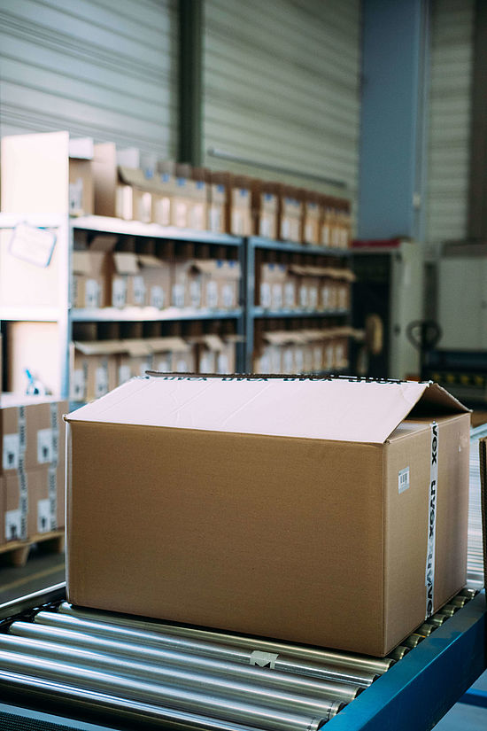 versand-verpackung-lager-safety-logistic-azubi