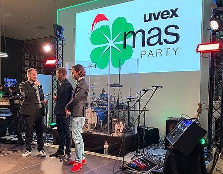 interview-auf-der-bühne-auf-der-uvex-group-christmas-party