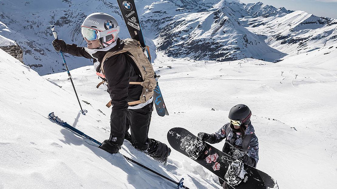 Zwei Frauen bei einer Skitour