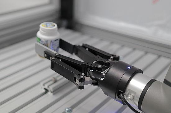 roboter-in-der-produktion-bei-uvex