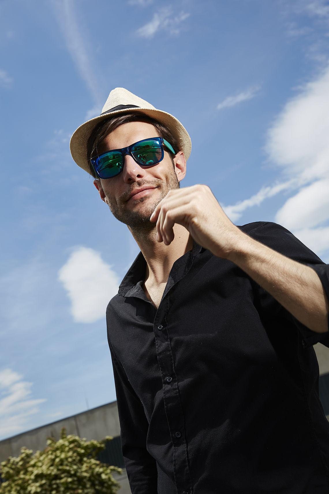 Man on the roof wearing Wayfarer sunglasses 302200