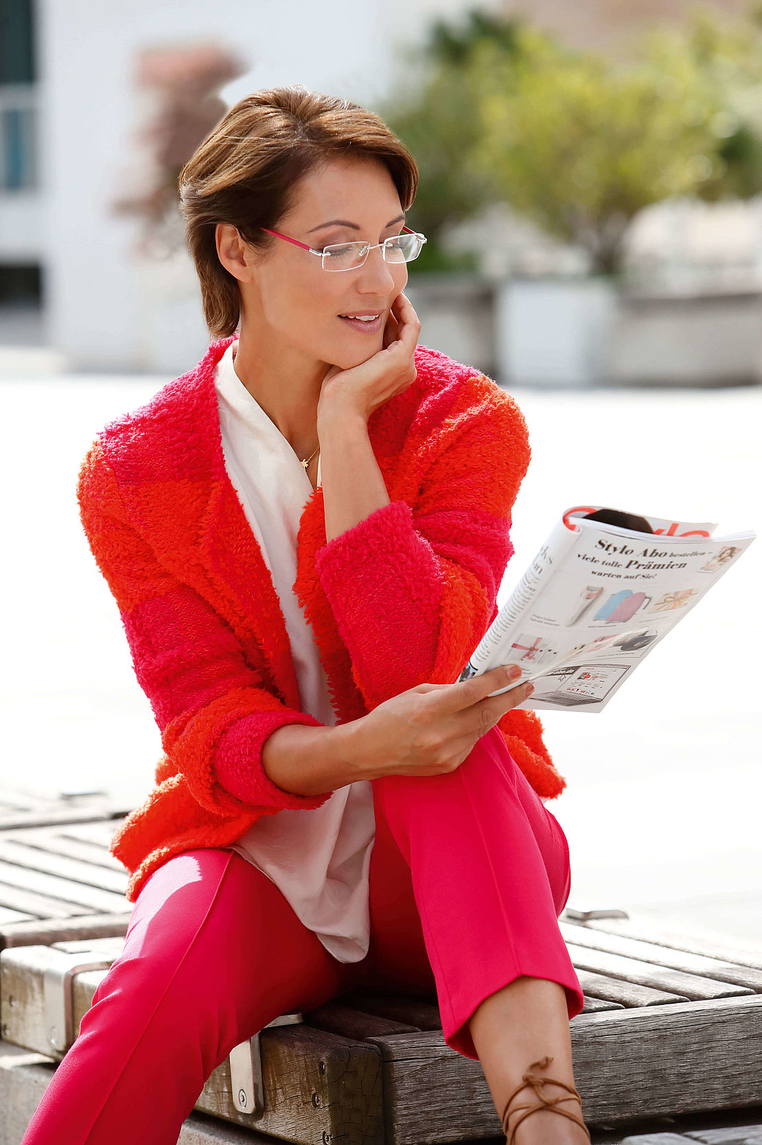 Woman with rimless reading glasses style Monaco