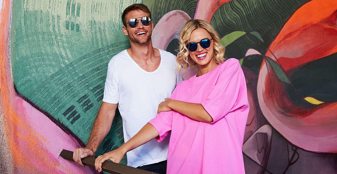 Mann mit Sonnenbrille 3021239 und Frau mit Sonnenbrille 3001099