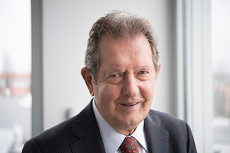 Rainer Winter ist der Gründer der Rainer Winter Stiftung. Er sieht seine Aufgabe darin, bedürftigen, kranken und behinderten Kindern in aller Welt schnell und unbürokratisch zu helfen.