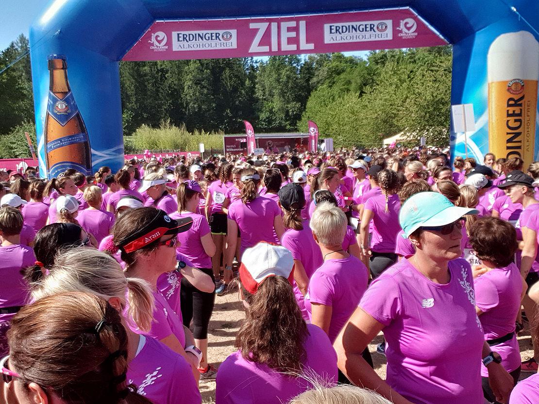 viele-frauen-in-pinken-challenge-womens-run-trikots-für-uvex