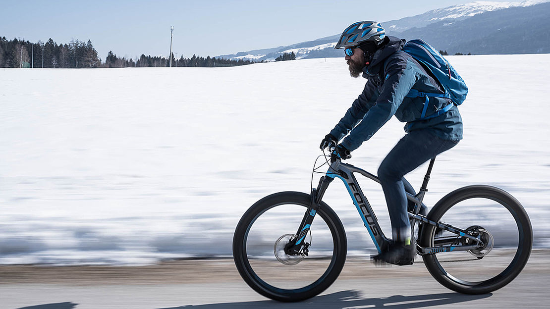 Cyclist in front of winter panorama