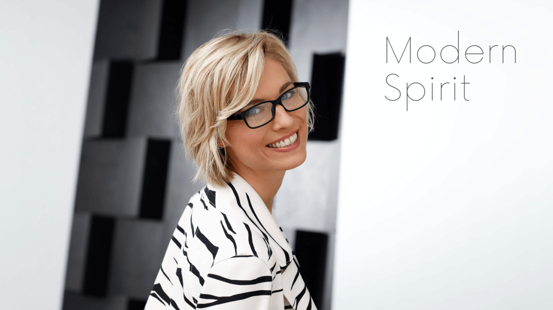 introductory image reading glasses lookbook modern spirit