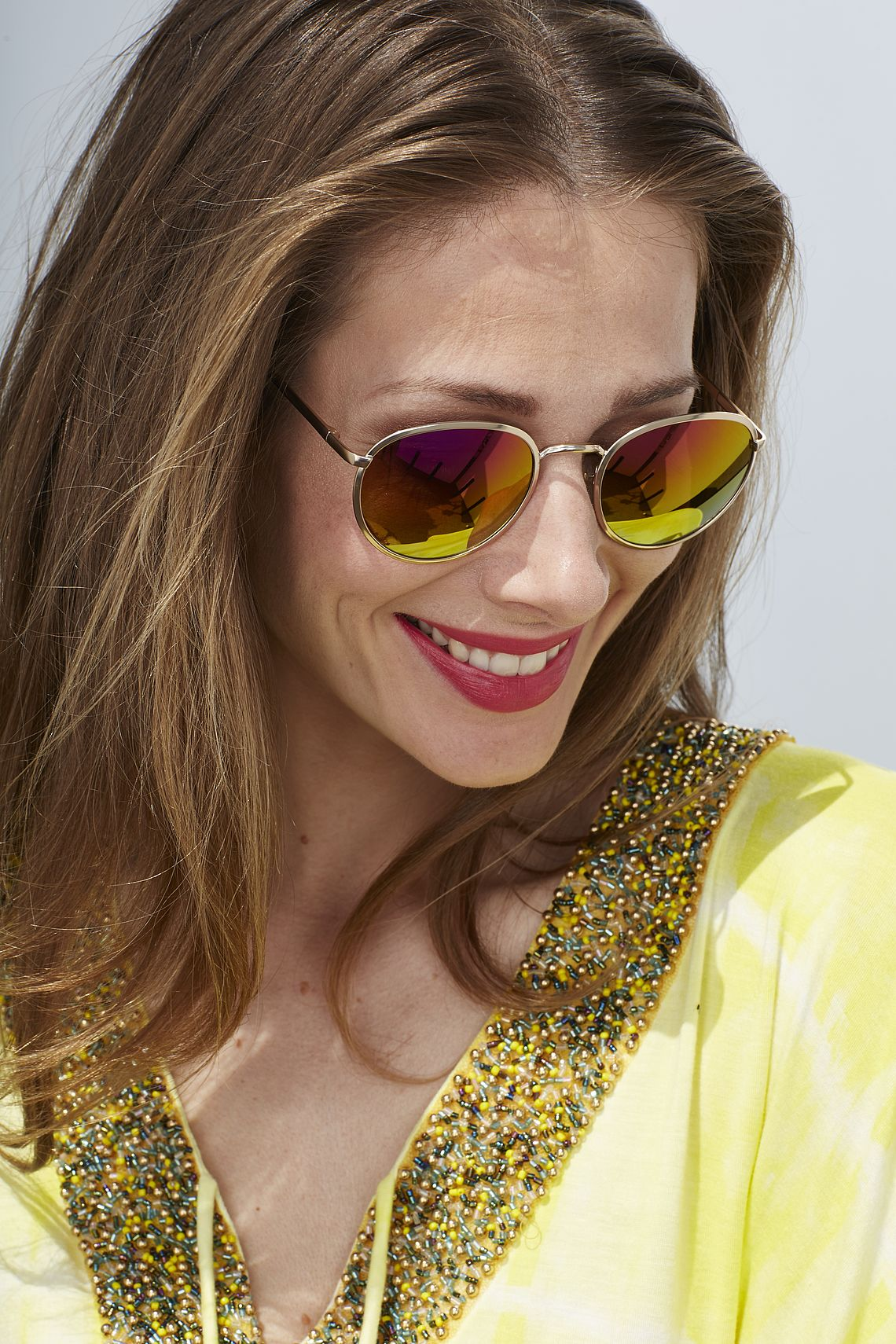 Smiling woman with sunglasses 300110