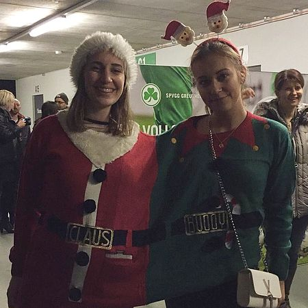 ugly-sweater-contest-gewinnerinnen-von-der-uvex-xmas-party