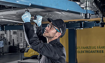 Occupational safety products for the car workshop
