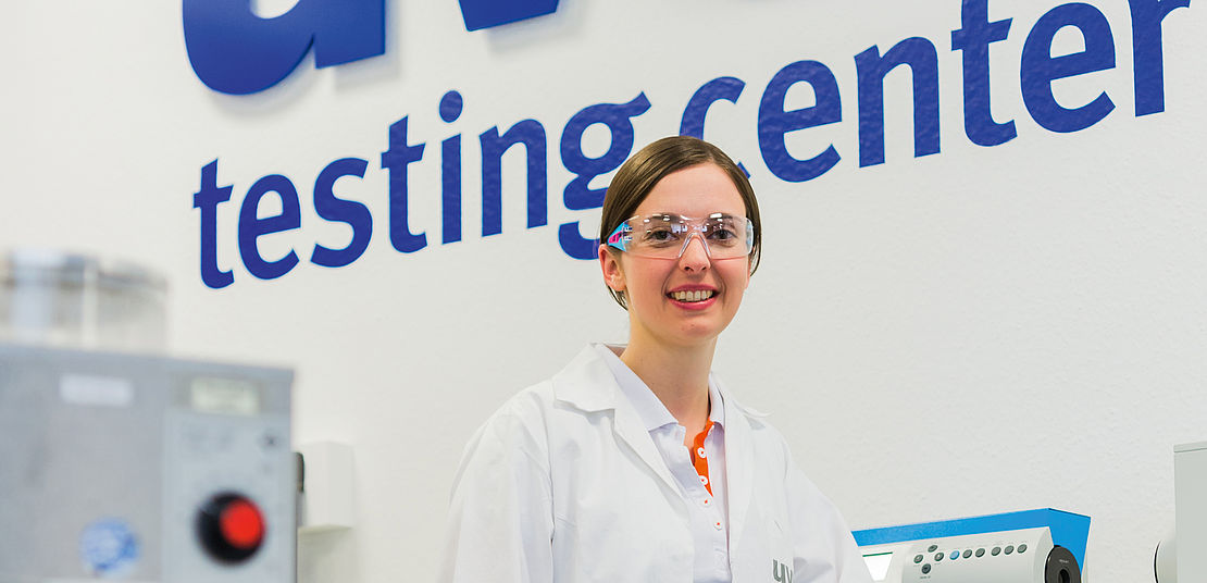 [Translate to Deutsch:] Quality, uvex testing center, glasses