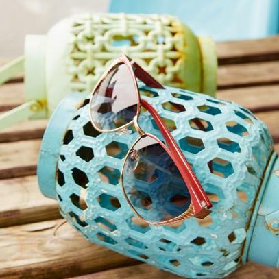 sunglasses cateye 3000917, on table