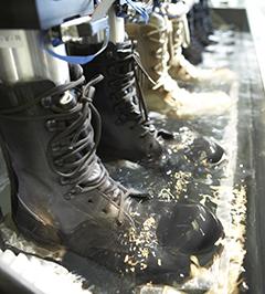 """""""Test d'imperméabilité des chaussures Gore-Tex - aucune pénétration d'eau n'est permise"""""""