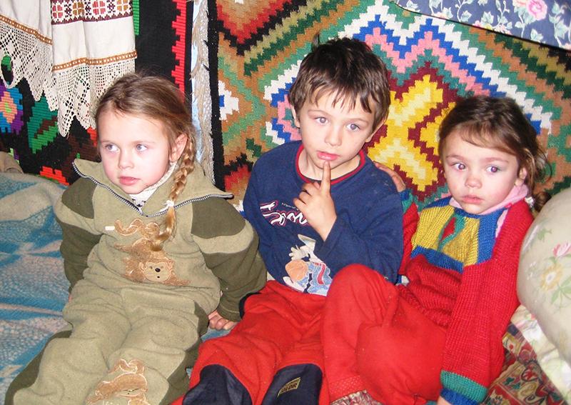 Für Kindern in Rumänien ermöglicht die Rainer Winter Stiftung den Besuch einer Schule.