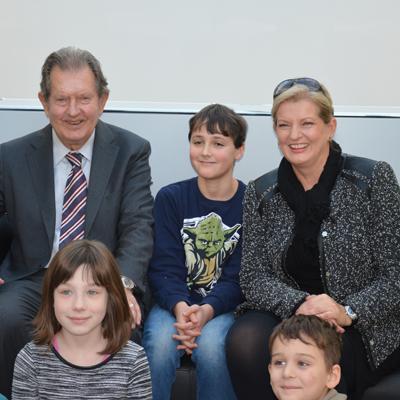 Besuch von Kindern aus dem Kinderheim St. Michael bei den Stiftungsvorständen Rainer Winter und Gabriele Grau.