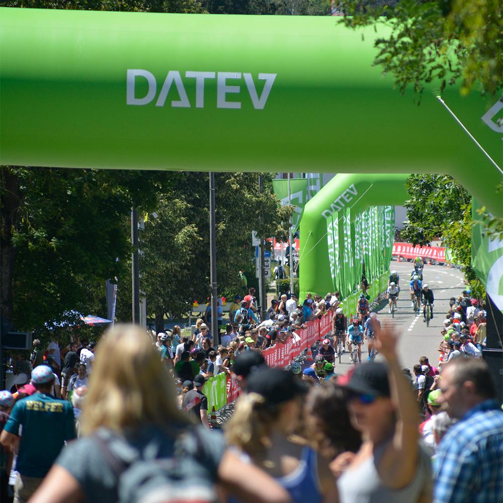 DATEV Challenge Triathlon Solarer Berg Mitarbeiter der uvex group und Athleten