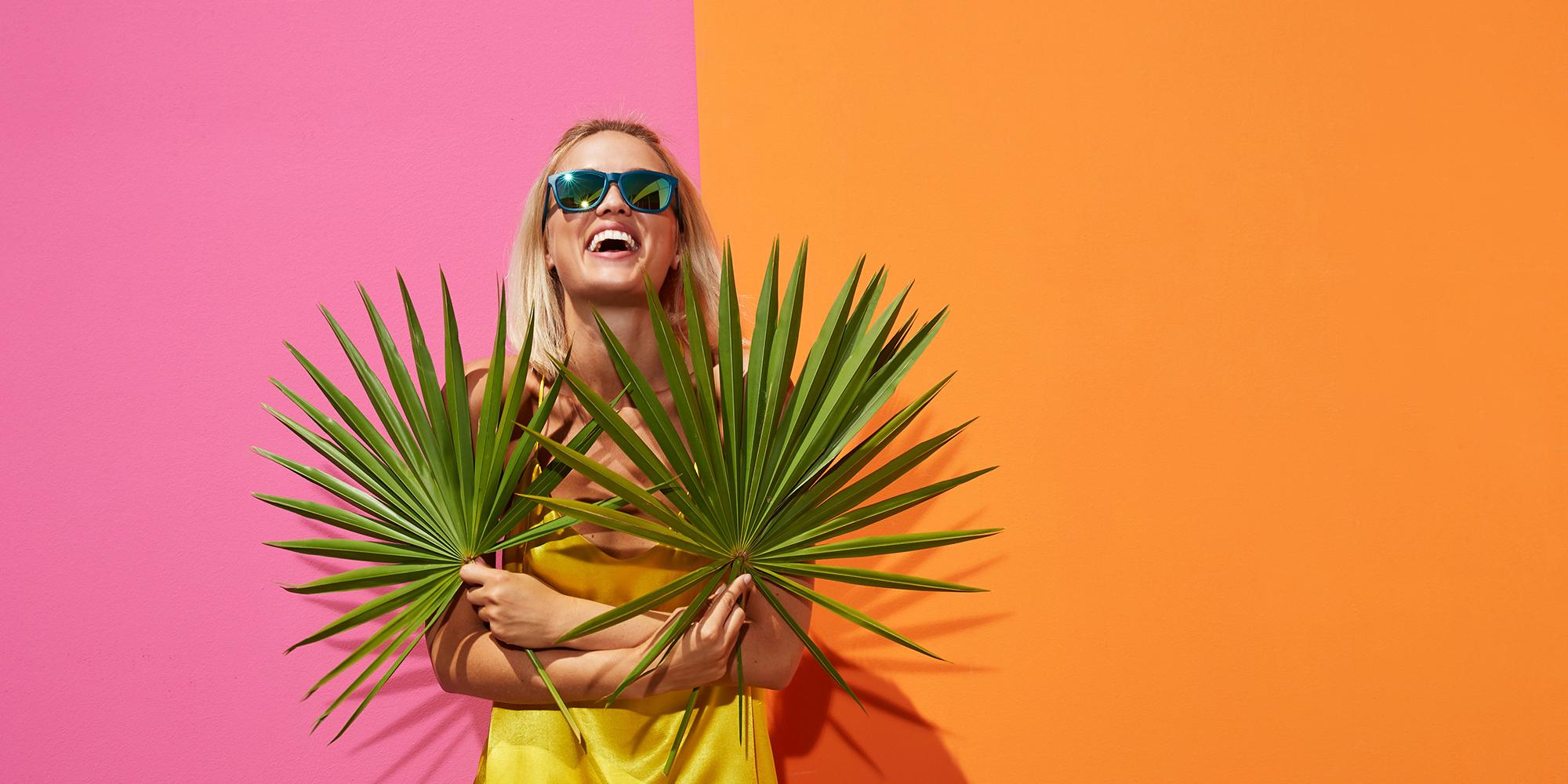 Blonde Frau mit Sonnenbrille Filtral uvex group