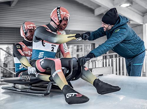 Equipement de Champions: uvex partenaire fédération allemande de bobsleigh et de luge pour les casques mais aussi ls vêtements de travail