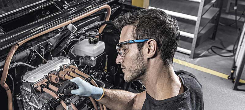 mechanic wearing uvex i-5 safety spectacles