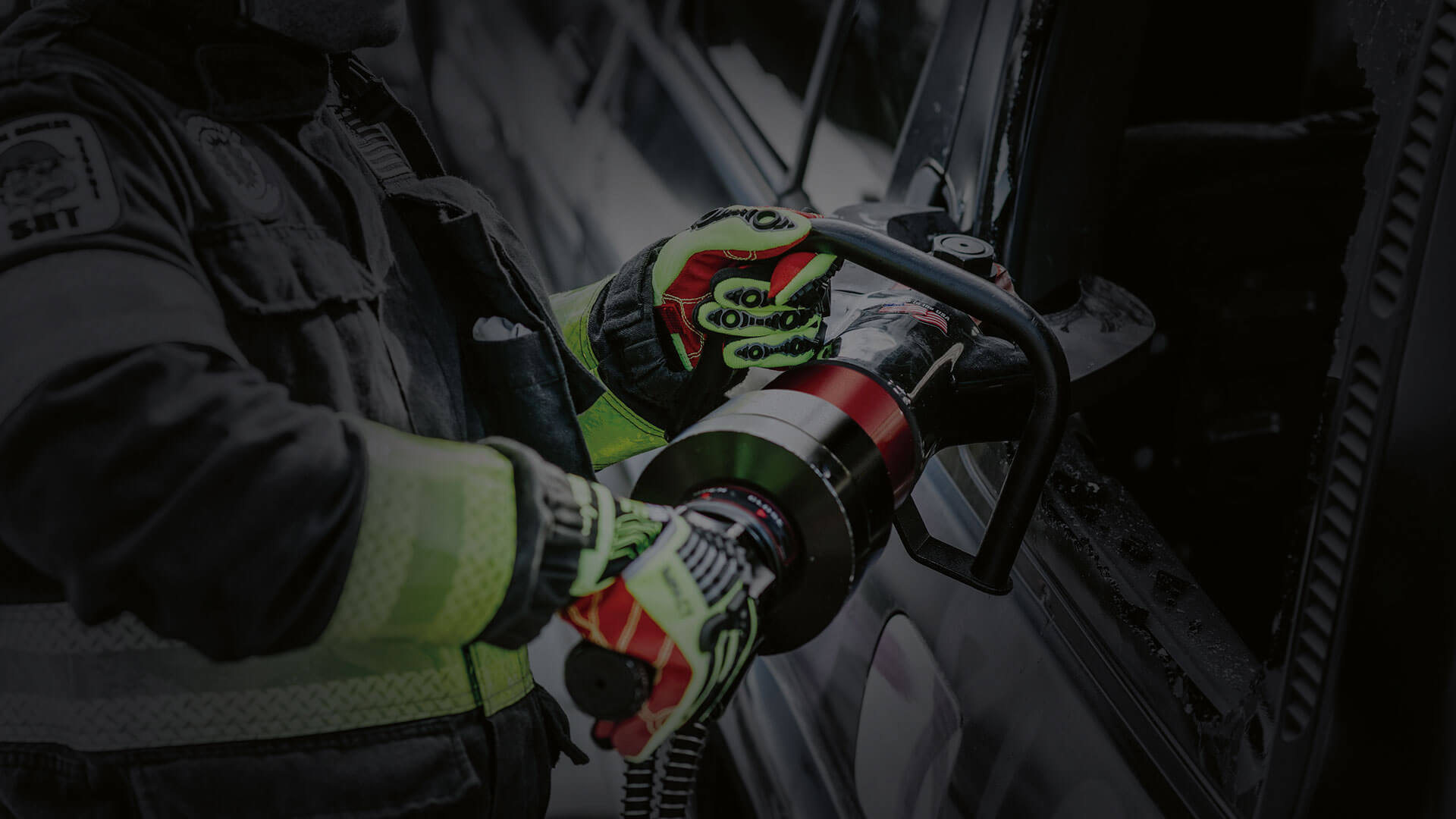 Protective clothing for car rescue and roadside assistance