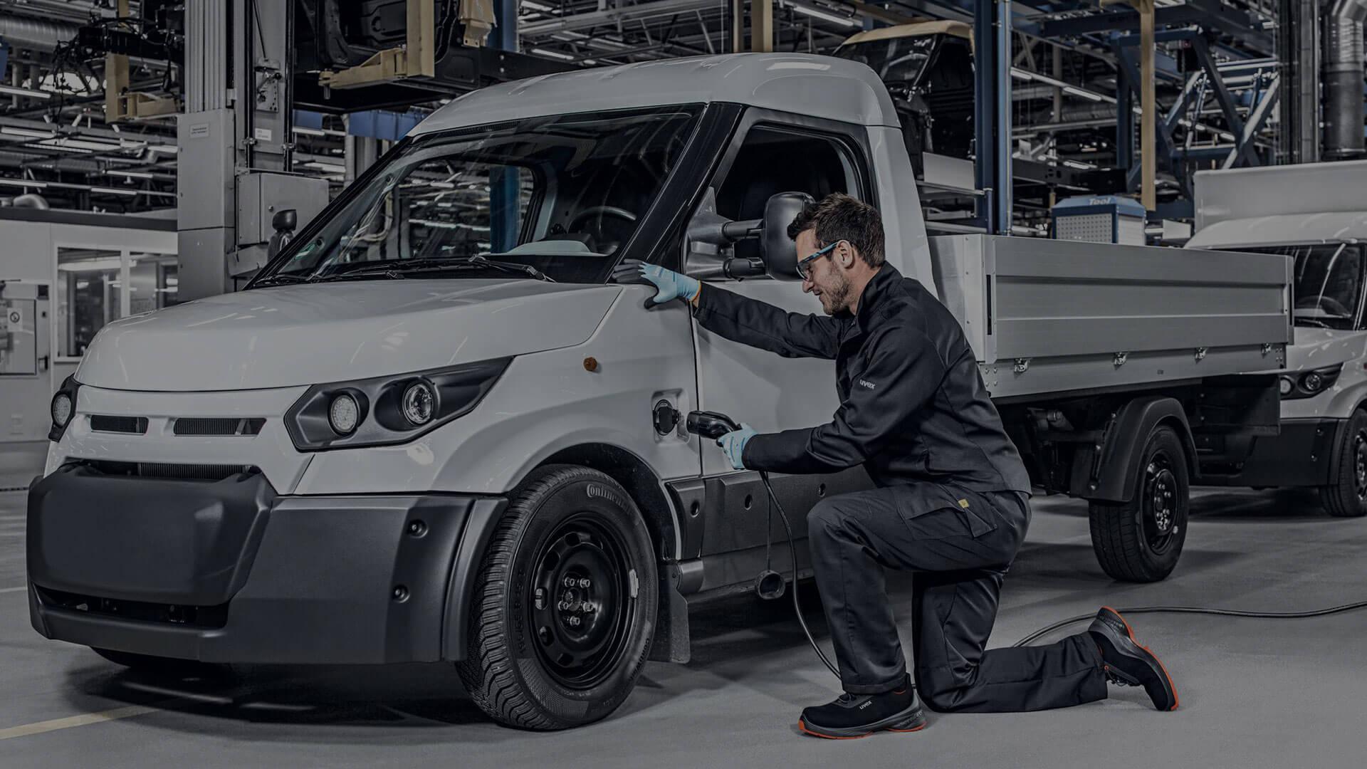 Arbeitsschutz Elektromobilität Fahrzeugmontage
